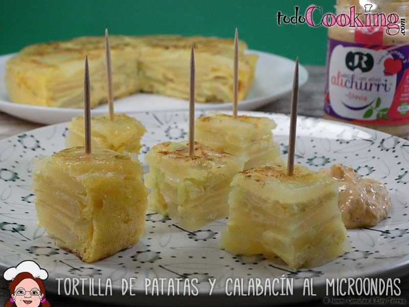 Tortilla de patatas y calabacín con cúrcuma en el microondas