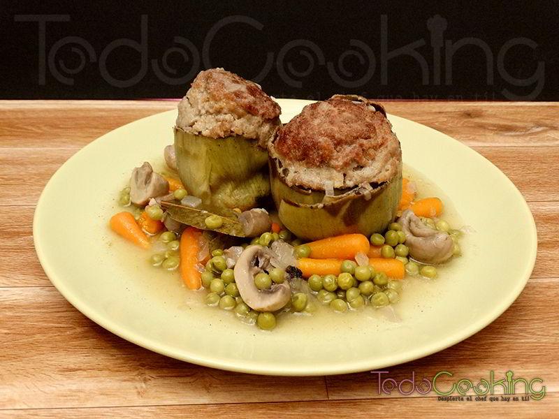 Alcachofas rellenas de carne con verduritas