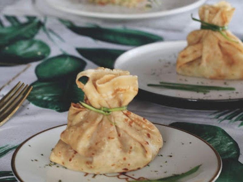 Saquitos de crêpes rellenos de guacamole y surimi
