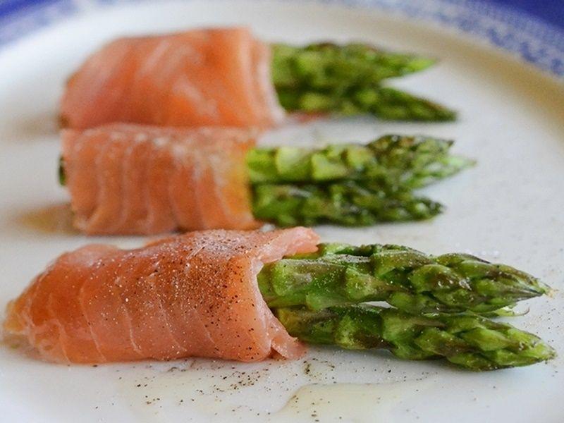 Rollitos de trigueros y salmón