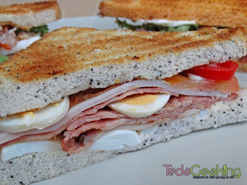 sandwiches de pavo y bacon