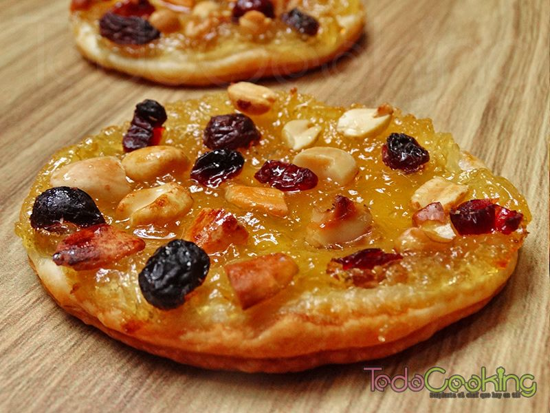 Musico de hojaldre con frutos secos y miel 01